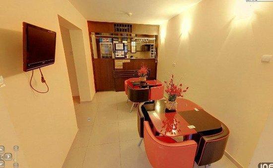 Hotel Fortuna: Lobby bar