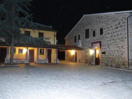 Country House Il Borghetto La Meta: vista notturna
