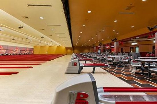 Diamond Jo Casino: Cherry Bowling Lanes