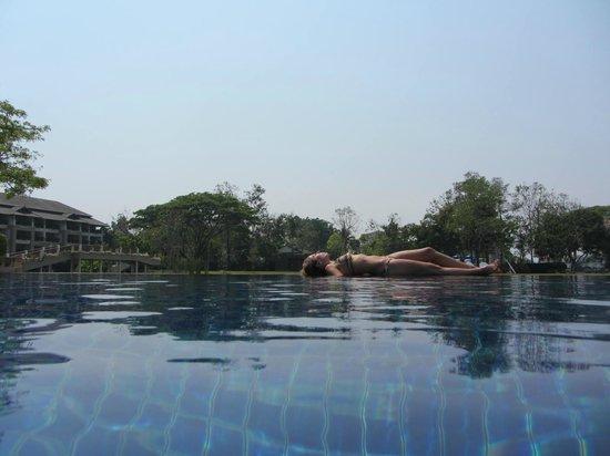 Le Meridien Chiang Rai Resort : piscina