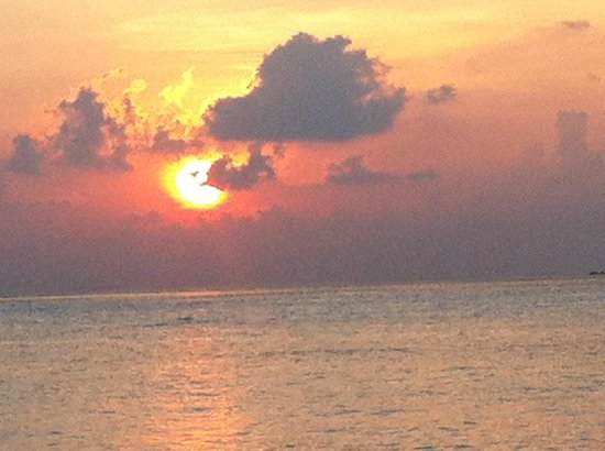 Gili Lankanfushi: SUNSET ON THE BEACH