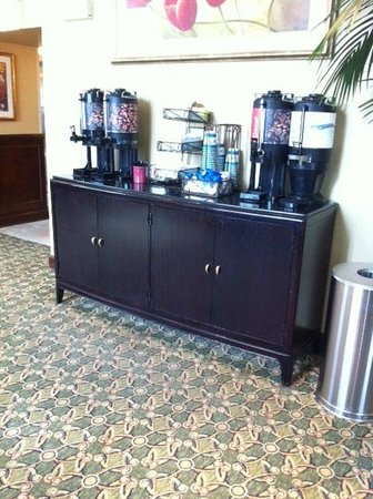 Homewood Suites by Hilton Chicago-Downtown: Lobby Coffee & Tea Station