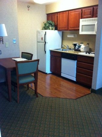 Homewood Suites by Hilton Chicago-Downtown: Kitchen