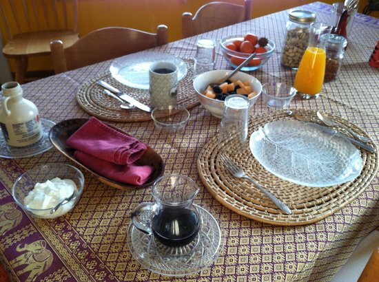 Casa del Sol B&B: Beautiful breakfast each morning!