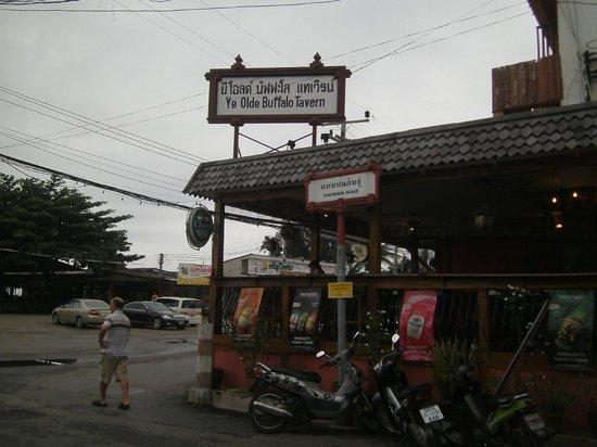 Ye Olde Buffalo Tavern : right at the pier