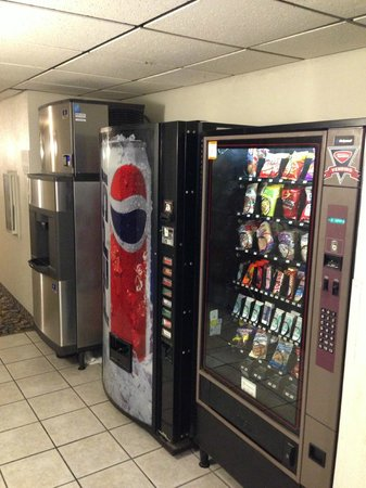 Super 8 Newport News/Jefferson Ave : Vending Area