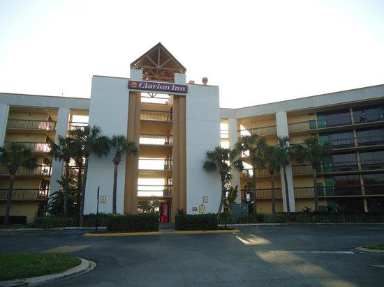 Clarion Inn Lake Buena Vista: Vista do estacionamento