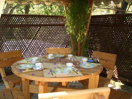 Hilde's Residence: Breakfast setting on the Terrace