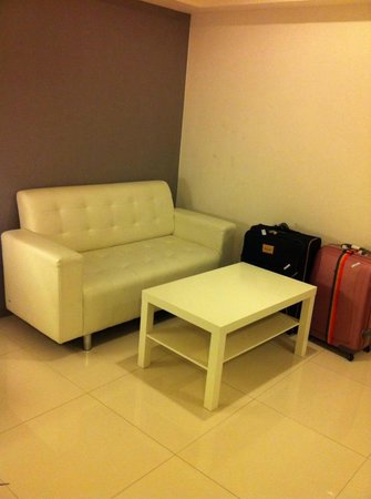 Myhotel Cmyk@Ratchada: sofa n table