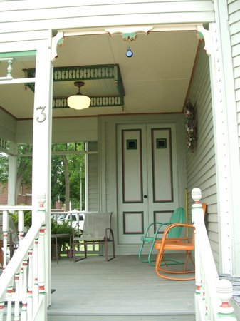 Sherburne, État de New York : Enjoy the front porch