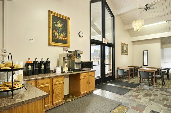 Cadillac Inn : Breakfast Area