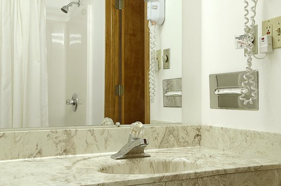 Cadillac Inn : Bathroom
