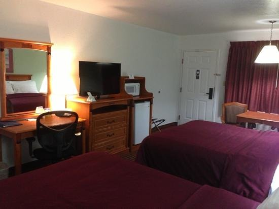 Best Western Santa Rosa Inn: large comfy room with 40