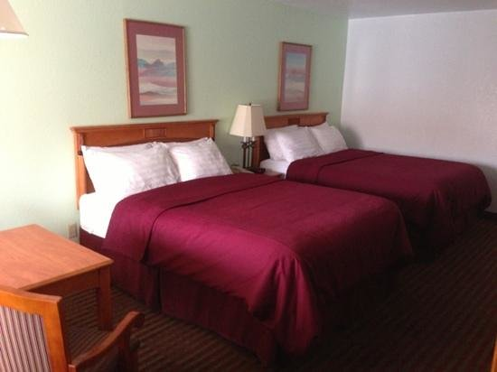 BEST WESTERN Santa Rosa Inn: 2 Quine beds very comfortable with 40
