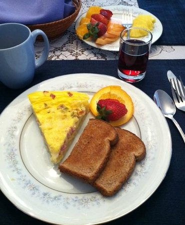 Echoes of the Glen Bed & Breakfast: Great way to start the day!
