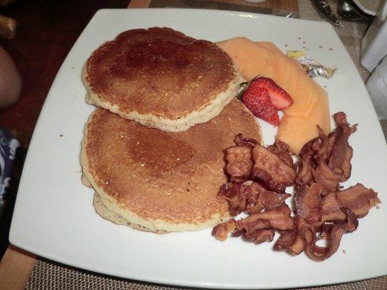 La Pasteleteria Malecon: Pancakes with bacon