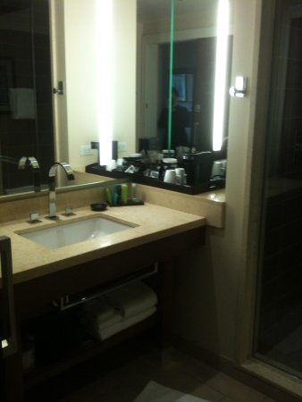 The Fox Tower at Foxwoods: Another bathroom view