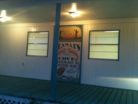 Seaman's Cove: Unassuming entrance opens to a GREAT dining experience!
