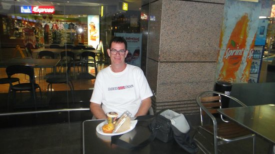 Esquires Coffee House-Nadi Airport: outside the coffee house