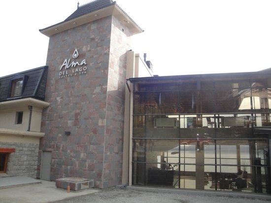 Alma del Lago Suites & Spa: Fachada