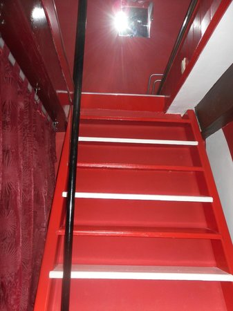 Amsterdam Escape: Stairs to upstairs loft