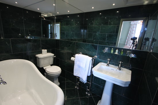 Wrea Head Hall: Room 16 Bathroom
