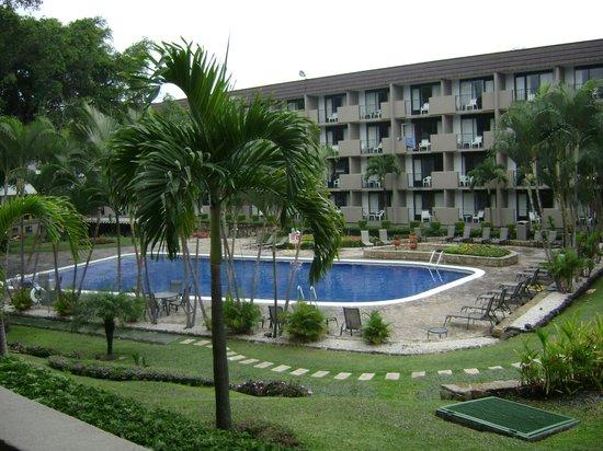 Best Western Irazu Hotel & Casino: Vista desde la primera habitación, con balcón.