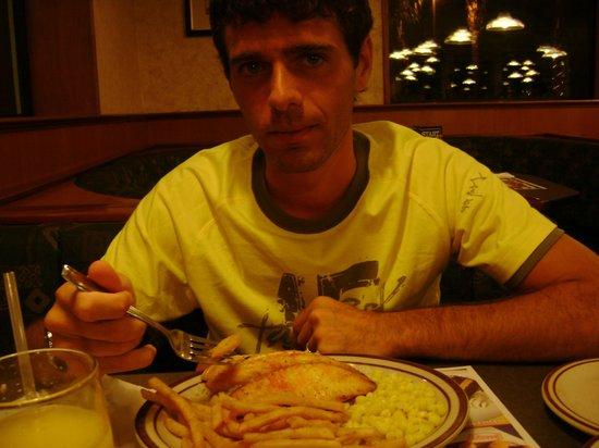 Best Western Irazu Hotel & Casino: Cena en Denny's del hotel