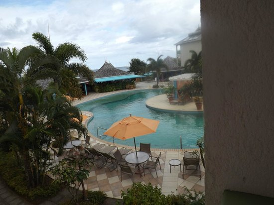Bay Gardens Beach Resort: Pool view