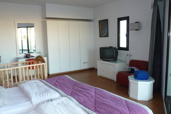 Holiday Village Manar: Clean large room