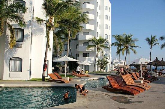 Ramada Resort Mazatlan: Pool area.