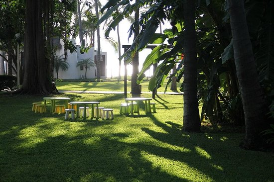 Ramada Resort Mazatlan: The hotel garden at the morning.