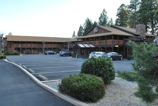 Best Western Stagecoach Inn: From the street, the front of the hotel