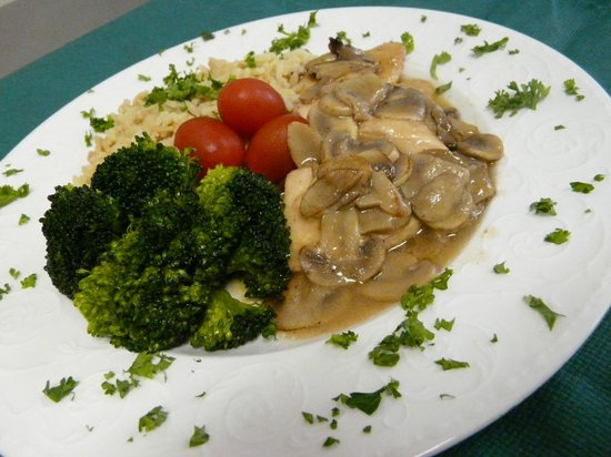 Sand Wedge Deli & Catering: Chicken marsala w/steamed broccoli
