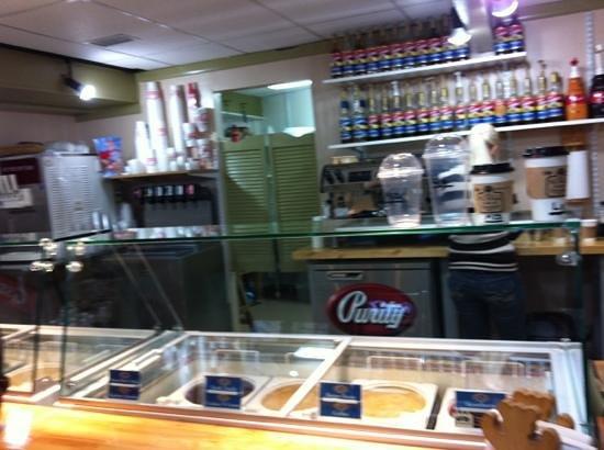 The Village Cafe & Creamery: Pristine clean...it sparkles!