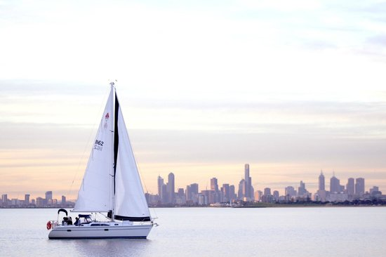 Oceania Tours & Safaris - Day Tours: City Highlights and Sailing cruise