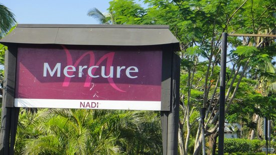 Mercure Nadi: main entrance
