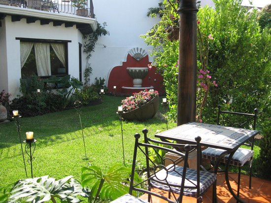 Casa Madeleine: Courtyard garden area