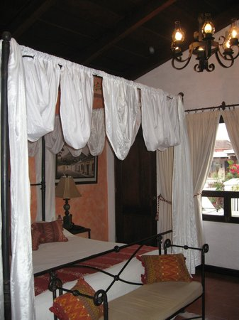 "Casa Madeleine: ""Suite"" king bed"