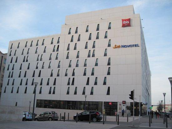 Suite Novotel Marseille Centre Euromed: Außenansicht Ibis + Novotel