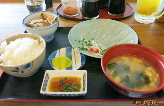 Shimonoseki Fish Market: Fugu lunch set at the fish market. Only 12 EUR, what a deal.