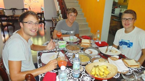 Breeze of Paradise : Guests enjoying breakfast