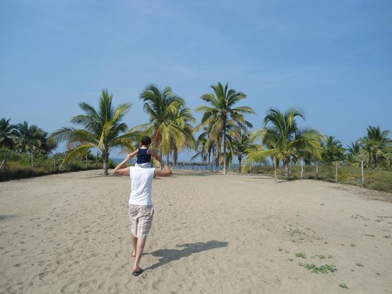 Villa Don Manuel : Este es el camino hacia la playa desde de la villa