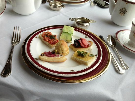 The Inn on Biltmore Estate: Tea service