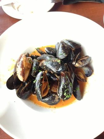 21 Steps Kitchen & Bar : Thai red curry mussels - yummy!!!