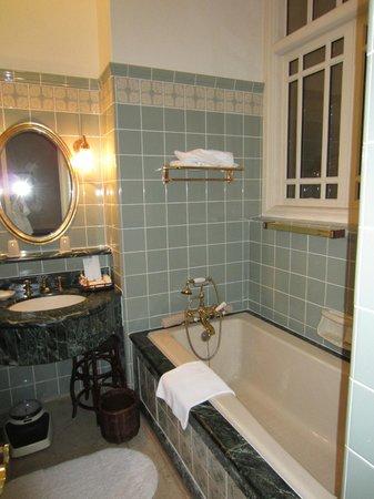 Raffles Hotel Singapore: Bathroom