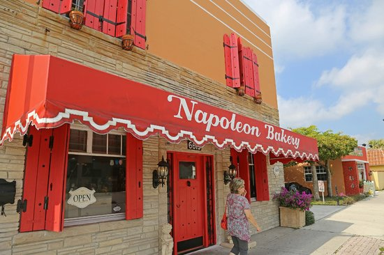 Napolean Bakery: So you don't miss it!