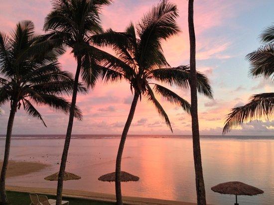 Outrigger Fiji Beach Resort: Perfect sunset from sundown bar & grill