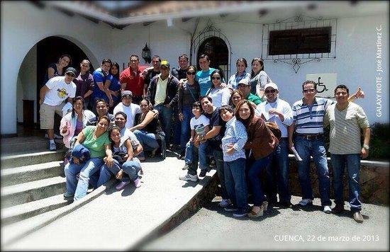 Hostería Durán: Grupo de ganadores DRACMA al ingreso de la Hosteria Duran