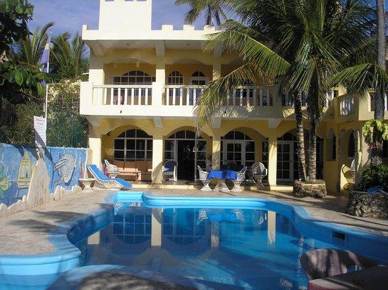 Hotel El Viejo Pirata: vista dalla strada